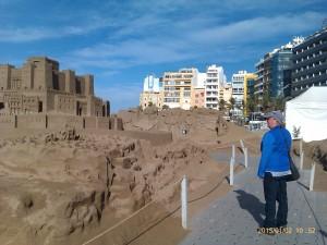 Juldekorationer i sanden på Las Canteras