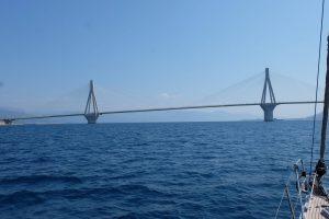 En lång bro